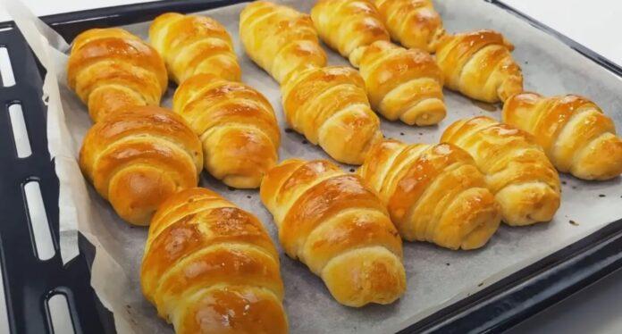 Syntages-matinas.gr-Λαχταριστά-Κρουασανάκια-φτιαγμένα-με-σπιτικό-φύλλο-σφολιάτας-γέμιση-τυριού.
